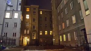 Nie jest właścicielką kamienicy, ale domaga się 9 mln zł
