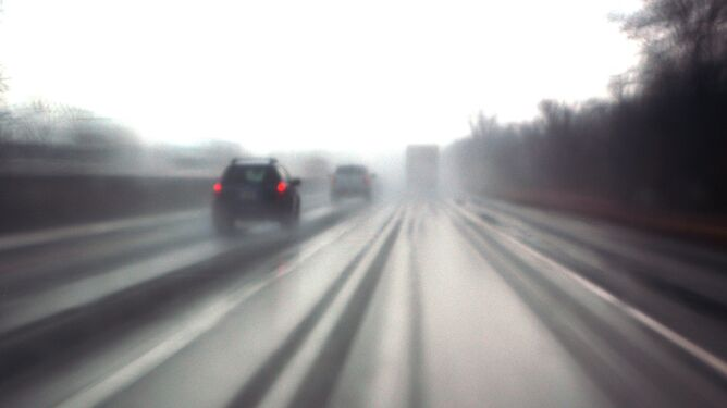 Opady i wiatr utrudnieniem na drogach