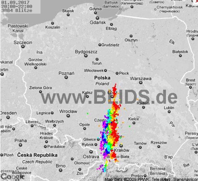 Burze nad Polską o godzinie 22.00 (blids.de)