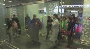 Pasażerów lotów z Chin sprawdza między innymi Rosja